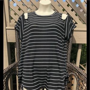 NWT Apt 9 Cold Shoulder Top Tunic Length Size CL